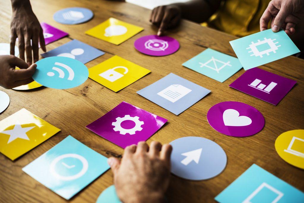 Destaca añadiendo archivos multimedia e iconos en Linkedin